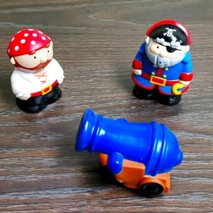 Floating bath toys pirates